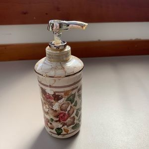 Croscill Cotswold soap/lotion dispenser